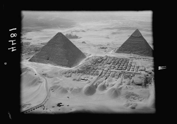 صور القاهرة القديمة، صور الزمن الجميل، صورة من الجو للأهرامات