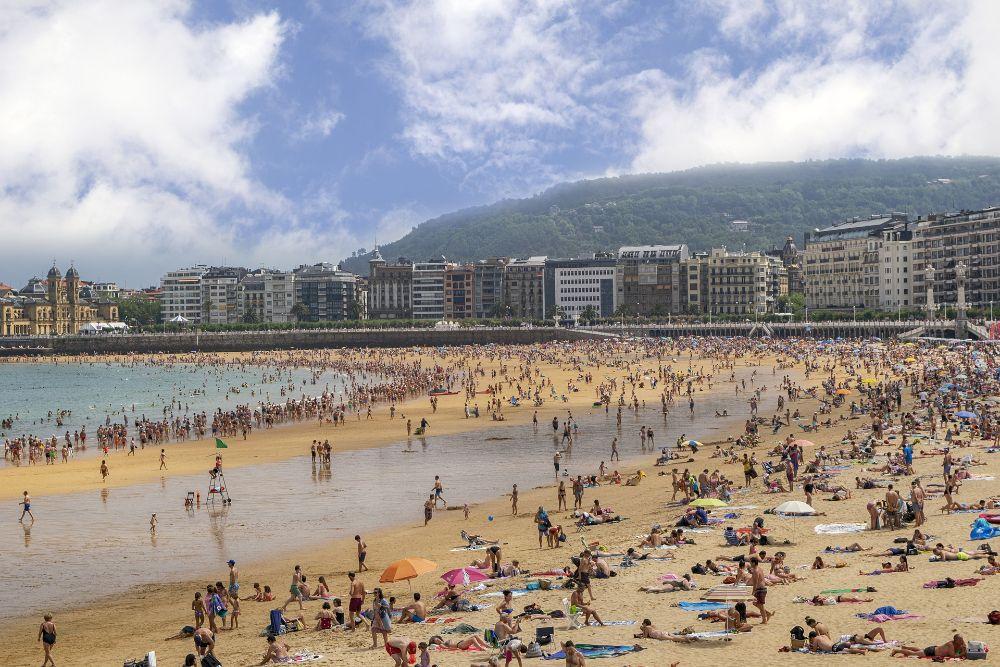 صور إسبانيا، صور سفر، أفضل الوجهات السياحية في إسبانيا، شاطئ لا كونشا في سان سباستيان