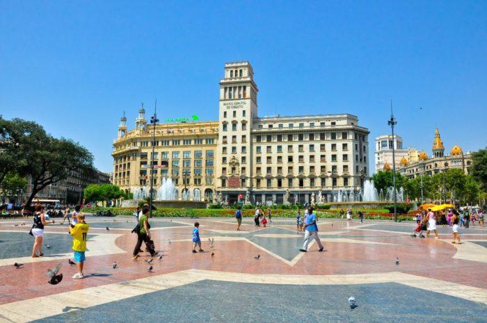 صور برشلونة، صور سفر، أفضل المعالم السياحية في برشلونة، ساحة كاتالونيا العامة