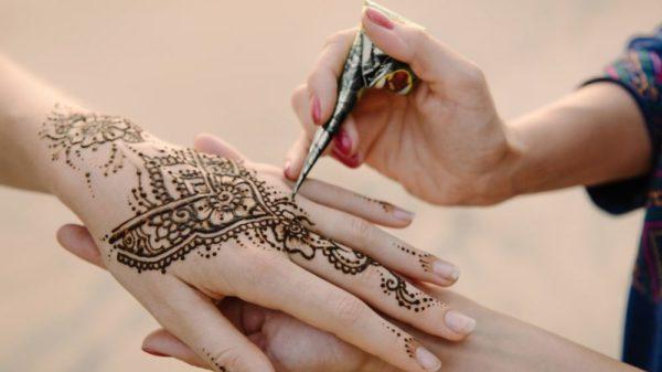 صور سفر، صور عيد الفطر، تصميم الحنة في الهند