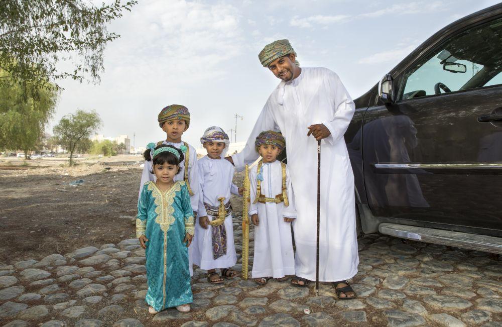صور سفر، صور عيد الفطر، عائلة عمانية في لباس العيد