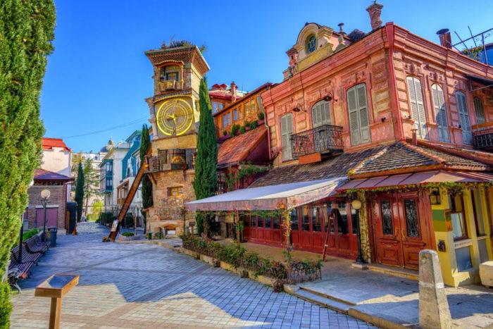 صور سفر تبليسي، المعالم السياحية في تبليسي، الساعة، عرض الدمى