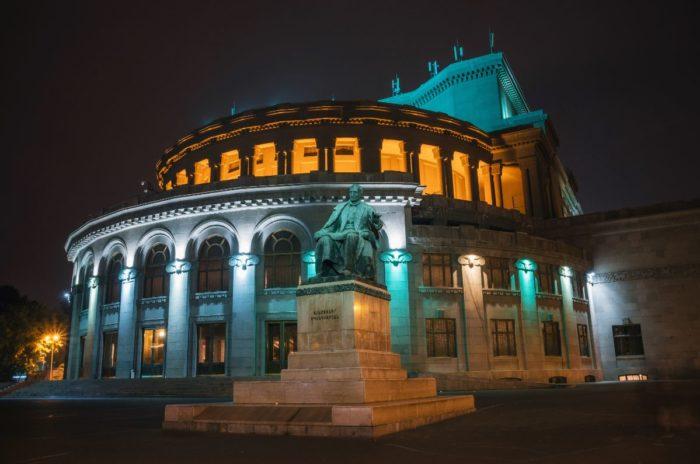 صور سفر يريفان، المعالم السياحية في يريفان، مسرح أوبرا يريفان
