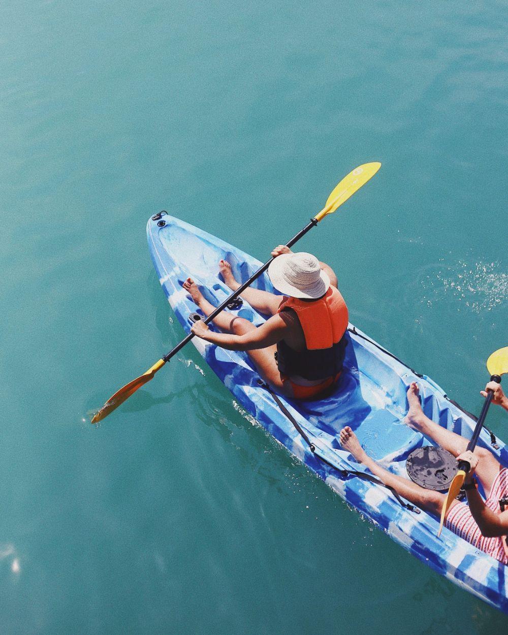صور كوساموي، صور سفر، أفضل المعالم السياحية في كوساموي، الإبحار في قوارب الكاياك