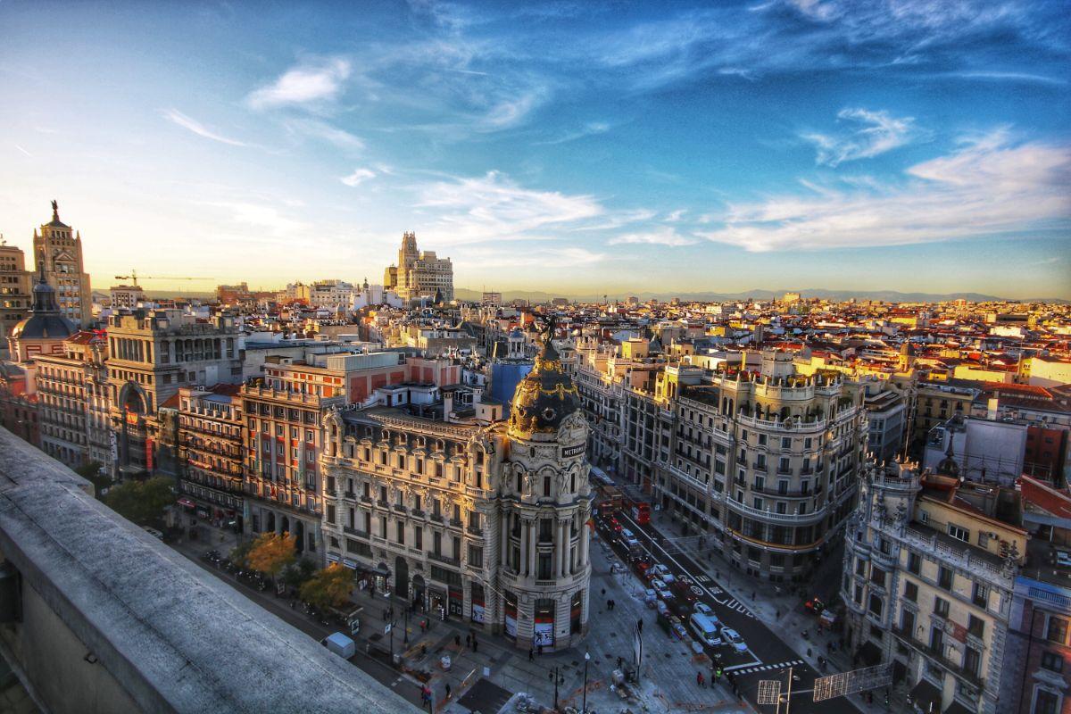 صور سفر مدريد، أفضل المعالم السياحية في مدريد، شارع غران فيا